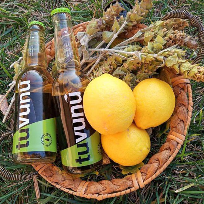 Tuvunu met de belangrijkste bestandsdelen: Griekse bergthee en citroen
