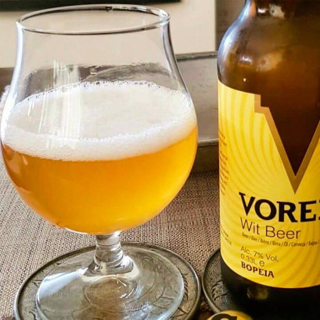 Voreia Wit Beer geserveerd in een glas