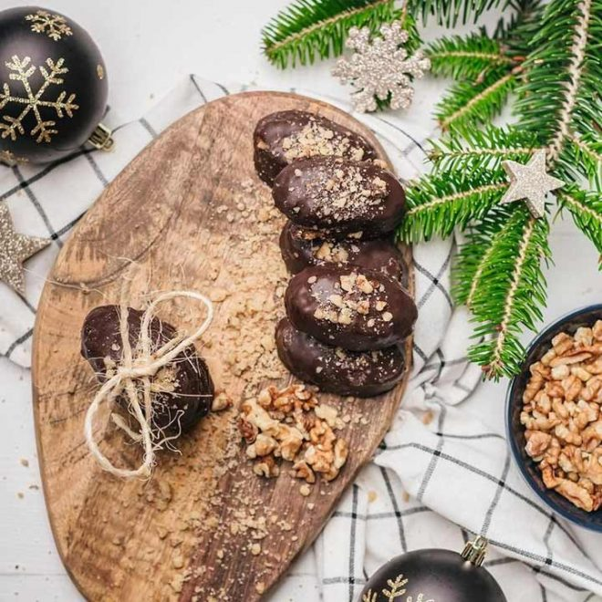 Melomakarona met chocolade en walnoten