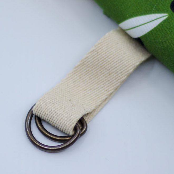 Detail van de verstelbare hals straps
