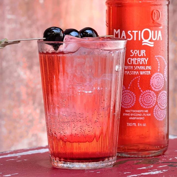 Griekse limonade met mastiek en zure kers (sour cherry)